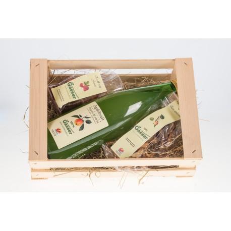 Geschenkskarton Apfelsaft, getrocknete Erdbeeren und Birnenkrips